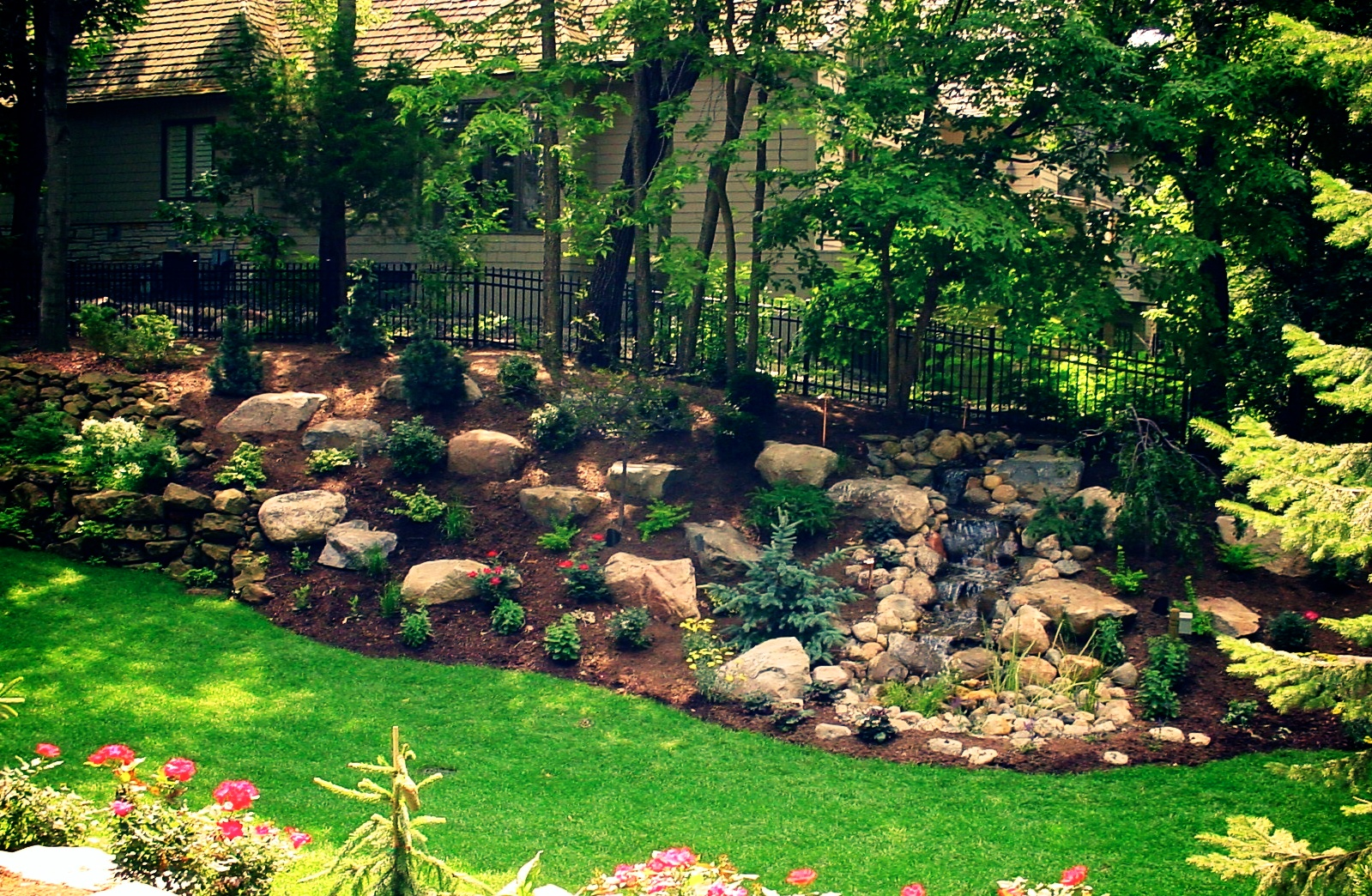 Backyard landscaping great goats landscapinggreat goats for Landscape images